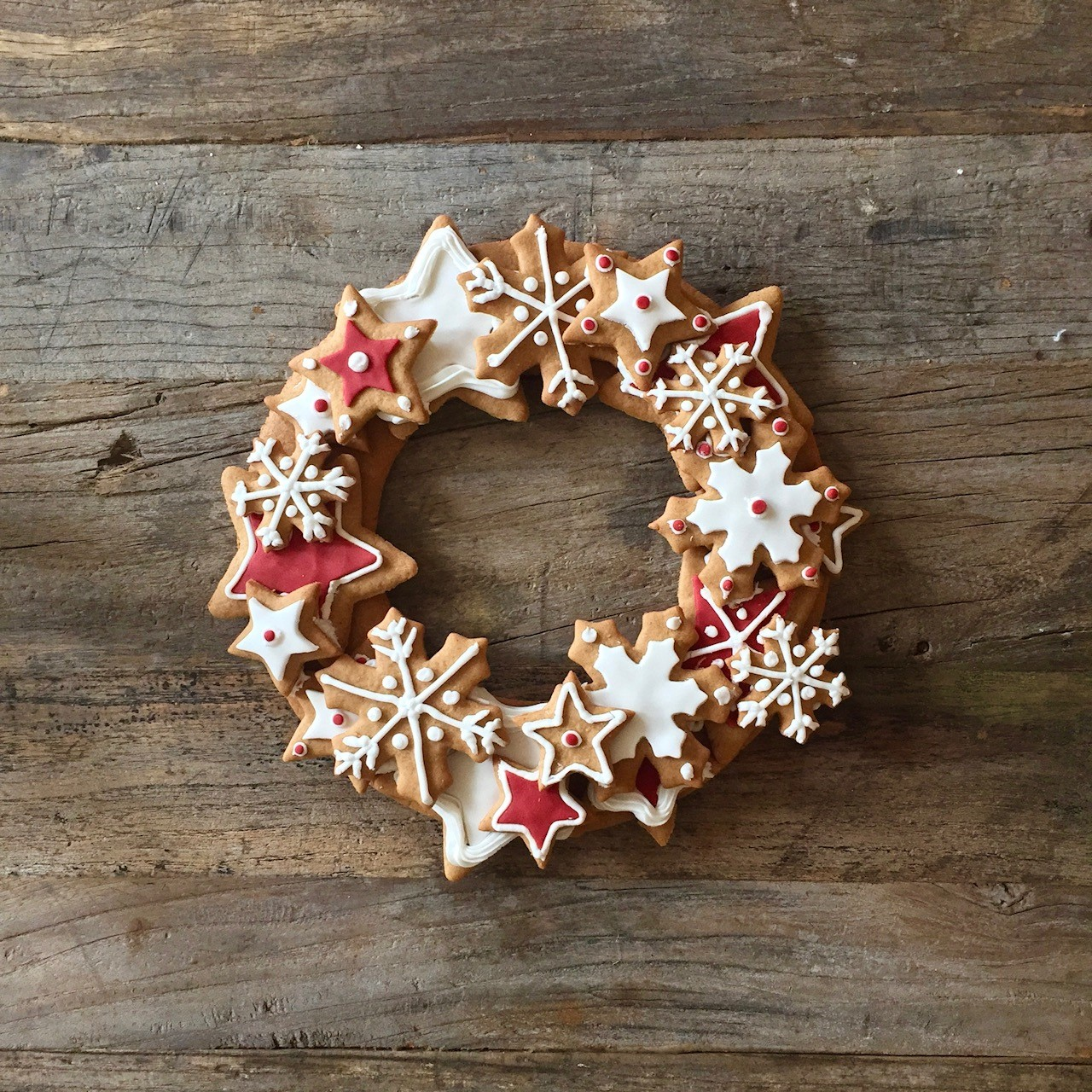 its the perfect centre piece for a table or if you just like gingerbread cookies on their own this recipe is delicious will make around 30 individual - Gingerbread Christmas Decorations Beautiful To Look